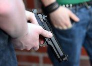Ariquemes: quatro bandidos invadem frigorífico, rendem vigia e roubam arma e colete à prova de balas
