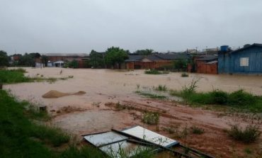 Chuva deixa várias residências e ruas alagadas em Ji-Paraná