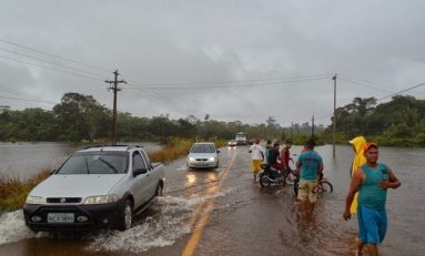Guajará-mirim e Nova Mamoré podem ficar sem acesso com BR-425 sendo invadida pela água
