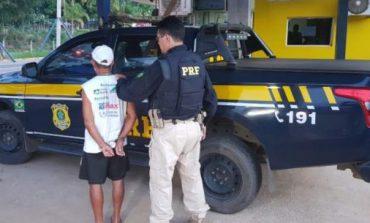 PRF flagra idoso saindo de motel com criança de 11 anos