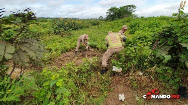 PM encontra corpo de apenado que estava enterrado em pasto e prende suspeitos