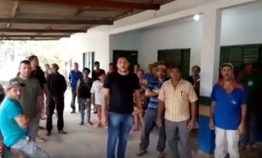 Vídeo: moradores pedem ao prefeito de Pimenta Bueno que mantenha maquinário no Distrito de Urucumacuã