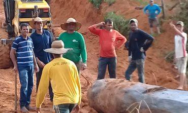 Equipes da Semagric unem esforço para recuperar ponte e liberar tráfego