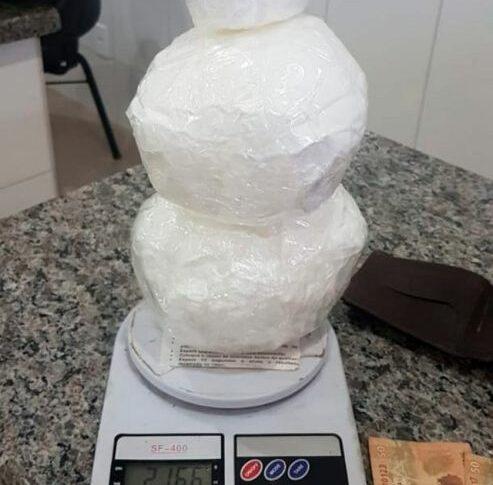 Homem é preso com mais de 2 kg de cocaína ao desembarcar na rodoviária de Cacoal