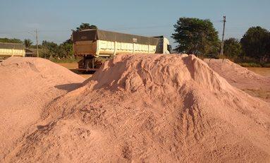 Produtores de Pimenteiras do Oeste são beneficiados com o transporte gratuito de calcário