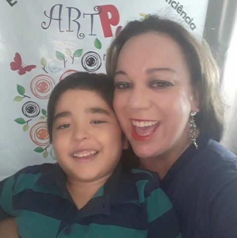 Mãe de autista usa experiência com filho para criar projeto que ajuda na inclusão social de pessoas com deficiência