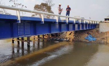 Deputado Ezequiel Neiva anuncia liberação do trânsito na ponte sobre o rio Escondido, em Cabixi