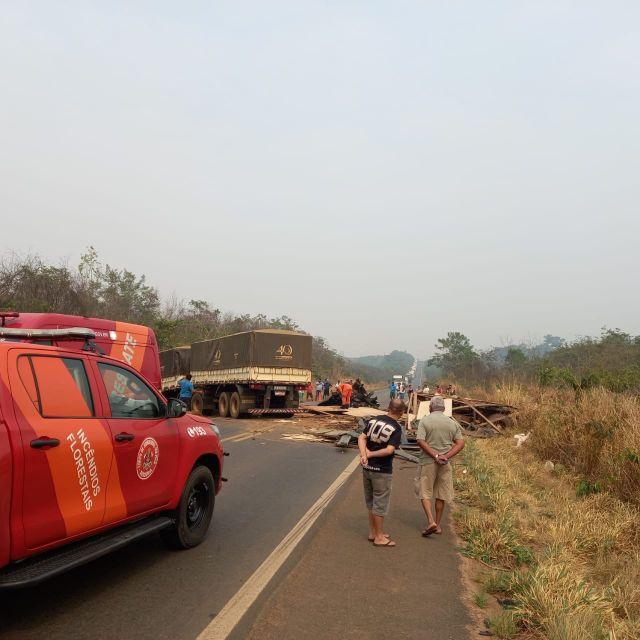 Acidente grave envolvendo carreta e caminhão próximo a Vilhena, tira vida de motorista