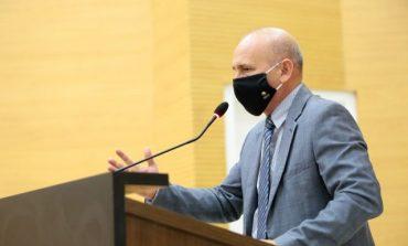 Corumbiara: Deputado Ezequiel Neiva assegura junto ao Governo recurso para a construção de quadra poliesportiva em escola