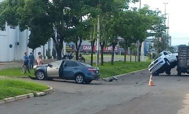 Acidente de trânsito no bairro Jardim América em Vilhena envolve três veículos