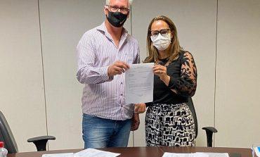Deputada Rosangela Donadon recebe visita de vereador e destaca recursos destinados para Pimenteiras