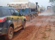 Chuvas intensas causam atraso na entrega de carga de oxigênio escoltada pela PRF-RO até Manaus/AM