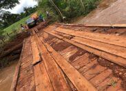 VÍDEO: Em Chupinguaia, moradores reclamam de má condição de ponte de ponte que dificulta a passagem pelo local