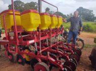 Deputado Ezequiel Neiva entrega equipamentos agrícolas à Associação dos Suinocultores de Cabixi