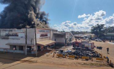 Porto Velho: incêndio grave atinge loja de pneus no Centro