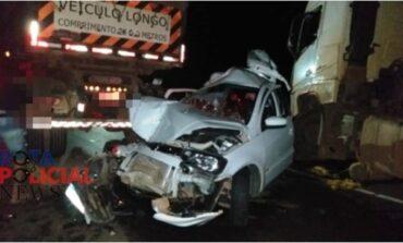 Carro é destruído em acidente na BR-364 em Vilhena; casal sai ileso e criança sofre escoriações