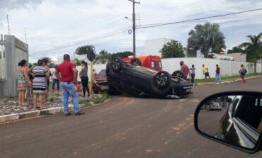 Colisão entre viatura do Corpo de Bombeiros e dois carros deixa duas pessoas feridas em Vilhena