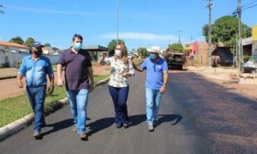 Deputada Rosangela Donadon acompanha obra de pavimentação em Primavera de Rondônia