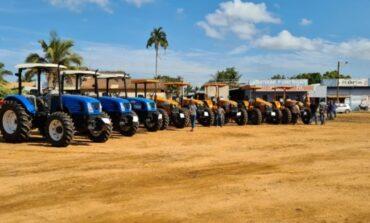 Maquinários agrícolas adquiridos pelo Programa Calha Norte são entregues a associações em Vilhena