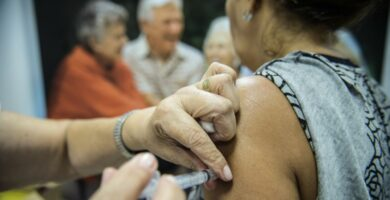Mais de 2.600 pessoas são vacinadas contra a covid-19 em Candeias do Jamari durante vacinação em massa