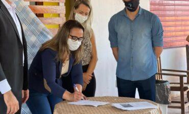 Rosangela Donadon assina ordem de serviço para reforma do Centro de Convivência da 3ª Idade de Pimenta Bueno