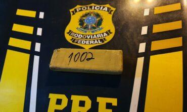 Em Vilhena, PRF apreende quase 1 Kg de maconha