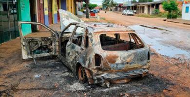 Indivíduo é espancado após matar homem em Porto Velho; carro do acusado foi incendiado