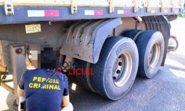 Motociclista bate em carreta e é levada ao HRV em estado grave