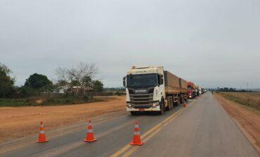 BR-364 é fechada parcialmente por manifestantes no trevo de Cujubim