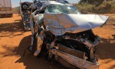 Colisão entre veículo de passeio e bi-trem deixa um morto e outro em estado grave na BR-364