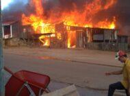 URGENTE: incêndio de grandes proporções destrói comércios no centro de Colorado do Oeste